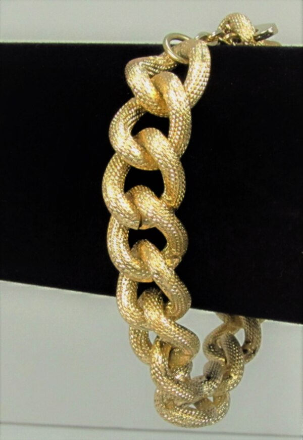 VINTAGE AVON GOLD TONE CHAIN LINK SIGNED BRACELET AND NECKLACE 3e198f7b-0b84-425d-9bf4-a70e682f2007