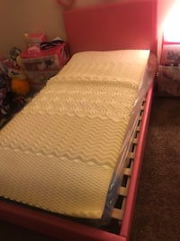 Pink leather twin size bed with mattress Hyattsville, 20785