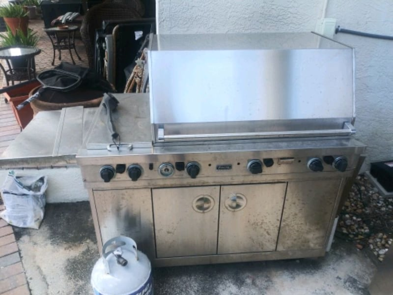 Steal of a grill 823d476a-6d29-4f28-bb9a-2a1357f37381