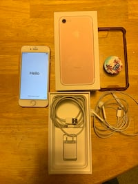Rose Gold iphone 7 with box Barrington, 60010