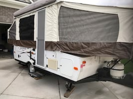 Camper trailer pop up