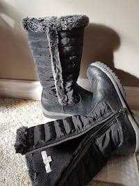 black side-zipped fur-lined high-top snow boots