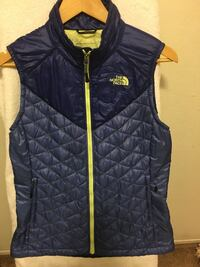The north face women's west size small  2401 mi