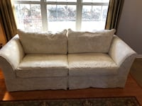 """Broyhill 88"""" Couch Stanhope, 07874"""