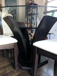 Glass top dining room table and chairs Bethlehem, 18015