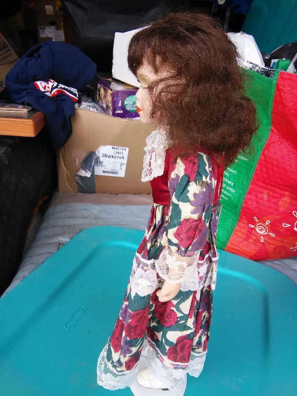 brown haired doll 232c8a3f-7f60-470f-8909-816deb4b01f4