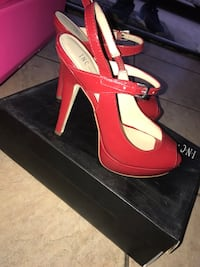 Red strappy shoes Bellflower, 90706