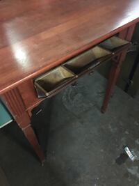 Solid wood table $60 Hamilton, L8H 5Z4