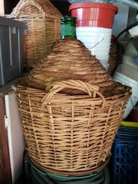 round brown wicker basket with handle Ottawa, K1V 8G2