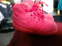 pair of pink Nike basketball shoes Los Angeles, 90062