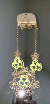 Green earrings and necklace set Oxon Hill, 20745