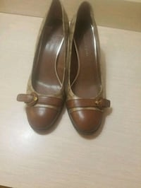 pair of brown leather heeled shoes San Antonio, 78219