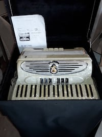 Accordion with case - mother of pearl - a must see Kelowna, V1X 7H7