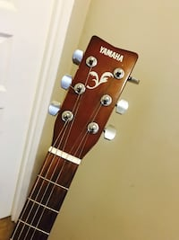 F310 Yamaha guitar with free stand and a free bag. Burnaby, V5H 1Z9