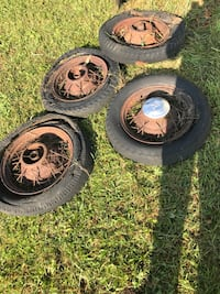 1932 Ford V-8 Standard Tudor Model 18 tire rims for sale. A classic oldster car for antique collectors. Easy enough to clean up - willing to negotiate price!