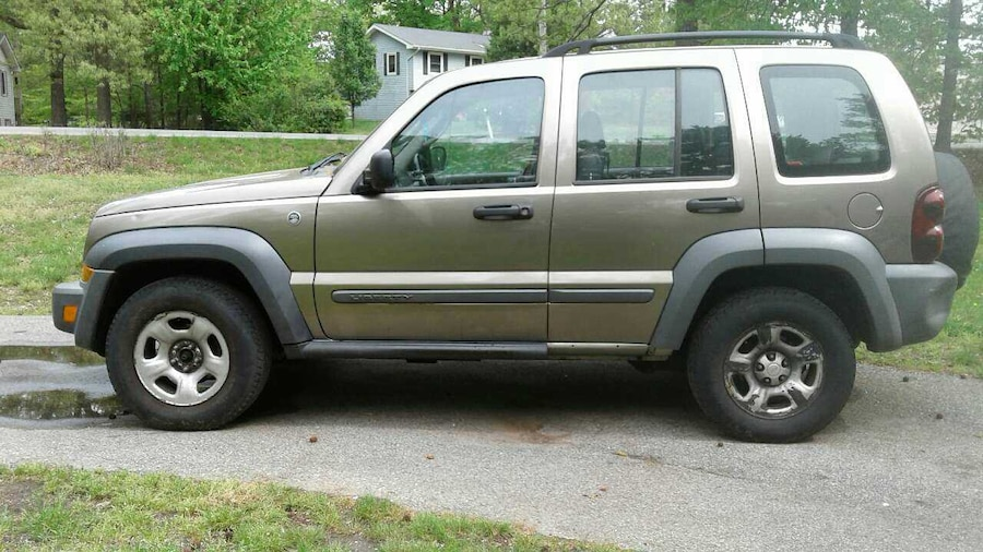 tan jeep liberty rocky mountain edition 4 4 as is in california letgo. Black Bedroom Furniture Sets. Home Design Ideas