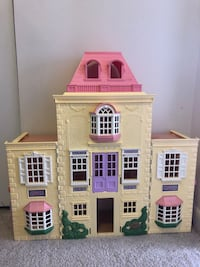 Convertible Doll House