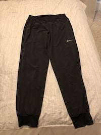 Nike Women's Medium jogging pants - thin breathable material good for running or gym use - wore only a few times, no longer fit Dundas, L9H 2R3
