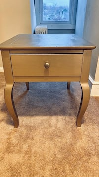 End Table / Side Table/ Accent Table