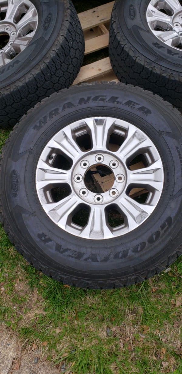 """Factory 2018 18"""" ford f250 wheels and tires  04a52983-76c3-41fd-af00-7009c98df5f0"""