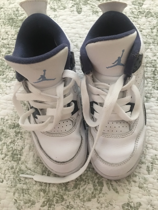 a56368511 Used pair of white Air Jordan basketball shoes for sale in Fresno ...