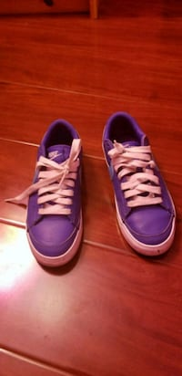 pair of purple-and-white sneakers Rosamond, 93560