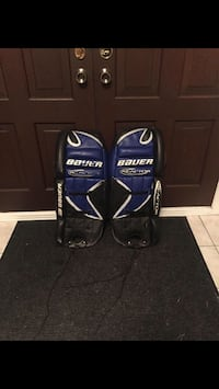 Black & blue goalie pads used in good condition 582 km