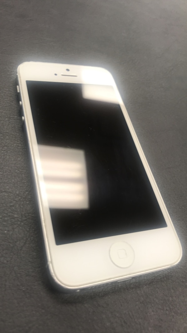 iPhone5- Great Condition!
