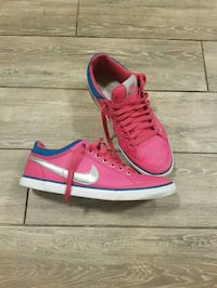 Bright pink Nike with silver swoosh Pickering, L1W 1Y3