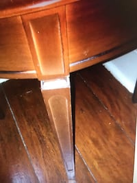 Vintage round side table - needs some glue on top part as is London, N5C 1J7