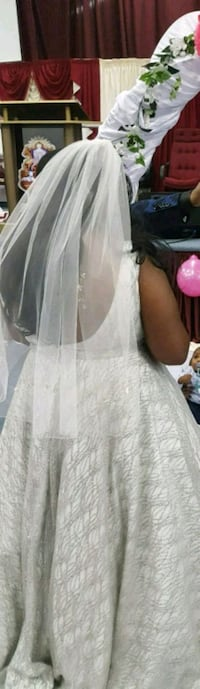Wedding dress size 18-20 veil not included Mississauga, L5N 0C7
