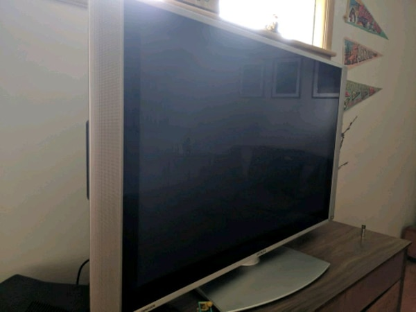 "Hitachi TV 55"" plasma"