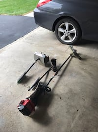 Craftsman 2cycle weedwacker trimmer with 2 addl attachments Westerville, 43082