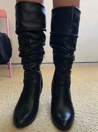 pair of black leather slouchy-flat boots Las Vegas, 89122