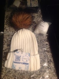 Brand new winter hat with real raccoon fur pompom  Mississauga, L4Z 0A8