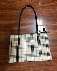 Burberry purse, never used  Toronto, M8V 2V1