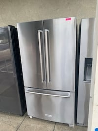 KITCHENAID STAINLESS COUNTER DEPTH FRENCH DOOR FRIDGE WATER & ICE Lakewood, 90712