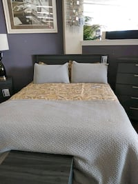 Queen bed and dresser set Hampton