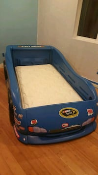 Twin sports car bed Little Tikes