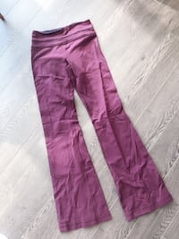Lululemon pants size 4 wrinkly from being in the drawer Vancouver, V6Z 1Y6
