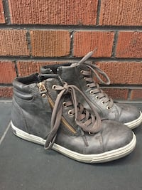 Gray hightop casual shoes Toronto, M6G 1P3