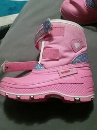 pink and white leather boots Fort Saskatchewan, T8L