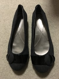 Women's black and gray Naturalizer flats Burnaby, V3J