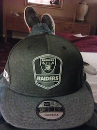 black and white Oakland Raiders fitted cap 1805 mi