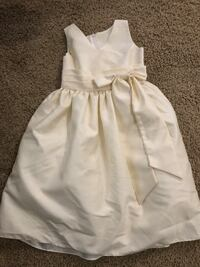Size 6 cream colored poofy dress Bakersfield, 93314