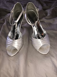 pair of gray leather open-toe heeled sandals Clinton Township, 48038