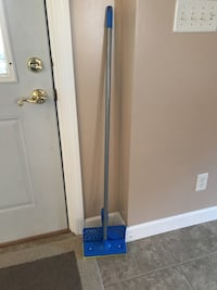 Mop-barely used. Bought it for a project, but it did not work.   East Peoria, 61611