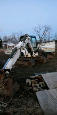 2005 bobcat 341 excavator with long arm. Frederick