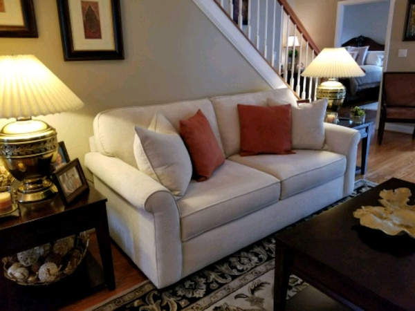 85 inch cream Haverty sofa.