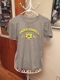 Gray under armour crew-neck t-shirt